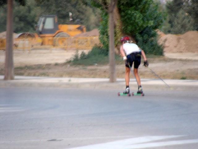 Esquiando con ruedas por la ciudad