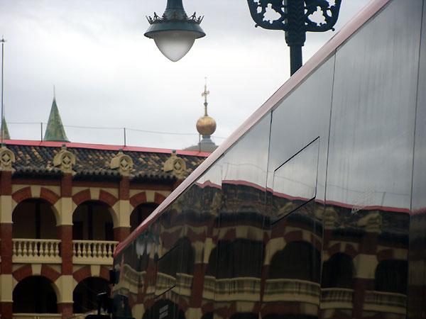 Bola dorada del edificio Pignatelli, sede del Gobierno de Aragón